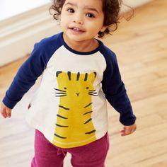Toddler Boy Outfits, Toddler Boys, Baby Body, Raglan Tee, Kids Fashion, Graphic Tees, Silhouette, Children, Bodies