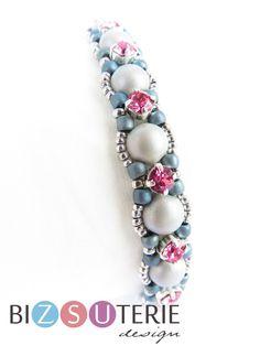 Simple Bracelets, Seed Bead Bracelets, Ankle Bracelets, Beaded Bracelet Patterns, Beading Patterns, Swarovski, Anklet Designs, Bracelet Crafts, Bijoux Diy