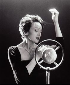 Caroline O'Connor playing Edith Piaf in the Melbourne Theatre Company play Piaf