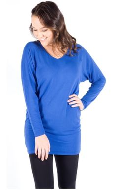 This touchable, soft tunic is made from 95 % bamboo fibre, with 5% spandex for added suppleness. Because it is tailored to be more generous in the waist and more snugly shaped around the hips and thighs, it can be worn as a mini dress in summer or paired with leggings for winter wear.