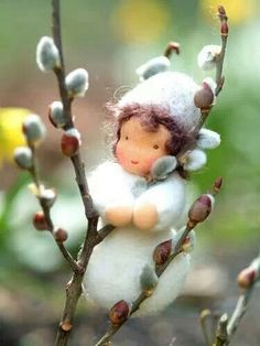 Love this Pussy Willow Waldorf Doll Waldorf Crafts, Waldorf Dolls, Wet Felting, Needle Felting, Spring Nature Table, Felt Crafts, Diy Crafts, Felt Fairy, Fairy Dolls