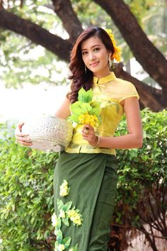 This website is the best collections of high quality of Myanmar Model Girls' fashion, sexy and attractive photos.This website promotes Myanmar traditional fashion, new face model girls and professional photographer included their art works. Traditional Fashion, Traditional Dresses, Burmese Girls, Thai Fashion, Myanmar Traditional Dress, Myanmar Women, Beautiful Asian Girls, Beautiful People, Beautiful Gowns