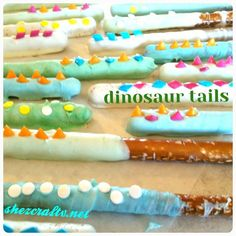 My daycare are in love with the spiked dinosaur tails. What we used: Almond Bark Pretzels Shaped Sprinkles Glass Melted almond bark in a glass mixing every 30 seconds. Took about 2 mins. Dinosaur Food, Dinosaur Tails, Dinosaur Cake, Dinosaur Crafts, Dinosaur First Birthday, Baby Birthday, Third Birthday, Birthday Snacks, 3rd Birthday Parties