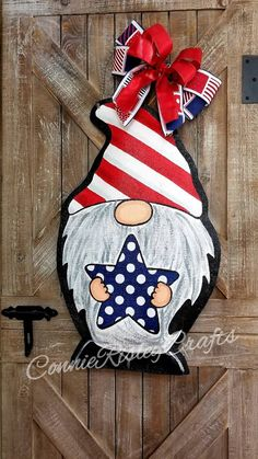 Fantastic Free of Charge Patriotic Gnome Burlap Door Hanger, Spring Wreath, Summer decor Ideas Your individual door hanger Sure, the classic is needless to say the door pendant, by which on the f Gnome Paint, Summer Decoration, Gnome Door, Painting Burlap, Burlap Door Hangers, Christmas Door Decorations, Christmas Door Hangers, 3d Christmas, Wooden Crafts