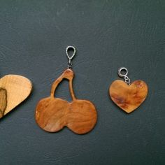 Kézzel készített fa medálok
