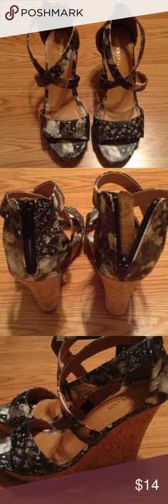 💕Cork wedge criss cross wedge sandal shoe 💕 Size 8 cork wedge black/gray pattern...these shoes are hot!! 🔥 never worn! Shoes Wedges