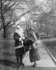 Santa Claus Meeting In The Park Vintage Reprint Of Photo Santa Claus Meeting In The Park Vintage Reprint Of Photo Here is a neat collectible of Santa Claus Meeting In The Park Vintage R Vintage Christmas Photos, Xmas Photos, Vintage Holiday, Christmas Pictures, Old Photos, Xmas Pics, Victorian Christmas, Vintage Santa Claus, Vintage Santas