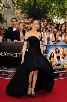 Sarah Jessica Parker in Alexander McQueen and Philip Treacy at the Sex And The City 2 UK Premiere - May 2010