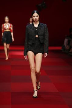dolce-and-gabbana-summer-2015-women-fashion-show-runway-01
