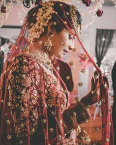 Looking for Bridal Lehenga for your wedding ? Dulhaniyaa curated the list of Best Bridal Wear Store with variety of Bridal Lehenga with their prices Indian Bridal Outfits, Indian Bridal Wear, Pakistani Bridal, Bridal Dresses, Indian Wear, Punjabi Bride, Wedding Outfits, Bridal Dupatta, Indian Wedding Photography Poses