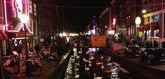 """#LOCATIE –De locatie van SUE Amsterdam bevindt zich midden op de wallen. Een centrale plek in het centrum van Amsterdam en nog geen kwartier van het Centraal Station af. De exacte reden waarom er voor deze locatie is gekozen weet ik niet, wellicht is het toeval dat Astrid net haar eigen luxe lingerie webshop heeft opgericht. """"Feed your desire"""" http://salondesir.com"""