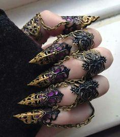 Delicate Finger Armor - Blackbird Wings - Elegant Jewellery - Gothic Jewellery Schmuck im Wert von mindestens g e s c h e n k t !! Silandu.de besuchen und Gutscheincode eingeben: HTTKQJNQ-2016