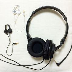 headphone brooch by crin*m アクセサリー コサージュ・ブローチ | ハンドメイドマーケット minne(ミンネ)