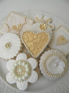 pearl and gold wedding cookies