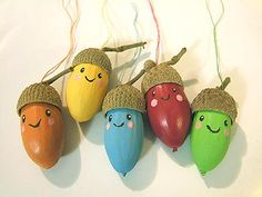 Characters made with acorns! Autumn Crafts, Easy Christmas Crafts, Nature Crafts, Simple Christmas, Diy Crafts For Kids, Christmas Ornaments, Rock Crafts, Arts And Crafts, Acorn Crafts