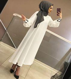 Hijab Fashion Summer, Pakistani Fashion Party Wear, Pakistani Wedding Outfits, Abaya Fashion, Fashion Dresses, Muslim Women Fashion, Islamic Fashion, Hijab Style, Hijab Chic