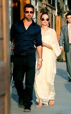 Brad Pitt & Angelina Jolie during a visit to Syria Angelina Jolie Style, Brad Pitt And Angelina Jolie, Jolie Pitt, Brad And Angie, Stylish Couple, Maxi Dress Wedding, Celebs, Celebrities, Celebrity Couples