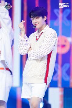 K Pop Chart, Innocent Man, Fandom, Flower Boys, Korean Boy Bands, New Music, One Pic, Rapper, Singing