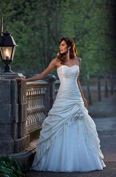 Beautiful vintage wedding dress  <3