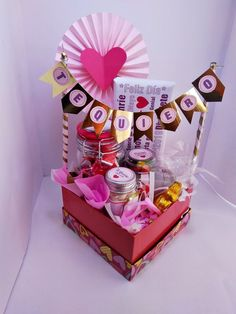 6 different ideas for a surprise box – Dulce Elite% – different box Dulc … - Modern Diy Bouquet, Candy Bouquet, Birthday Box, Birthday Gifts, Cute Gifts, Diy Gifts, Breakfast Basket, Surprise Box, Chocolate Gifts