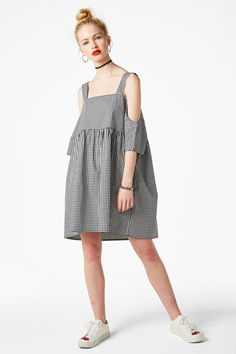 Channel ur inner 90s grunge girl in this comfortably cut cold shoulder dress with its empire waist and hidden pockets. This one's just begging for a pair of big ol' black boots.