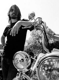 THIS. MAN. Coolest human being ever. Seriously, can we be friends? Dave Grohl.