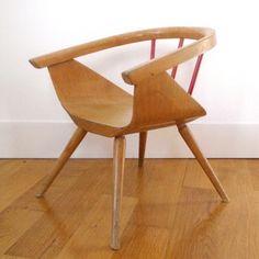 www.roger-bontemp... • Fauteuil pour enfant de style Eames • années 50