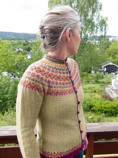 Vær oppmerksom på at det legges til MVA for norske kunder. Baby Cardigan, Knit Cardigan, Crochet Baby Booties, Crochet Hats, Hand Knitting, Knitting Patterns, Cardigan Design, Icelandic Sweaters, Newborn Hats