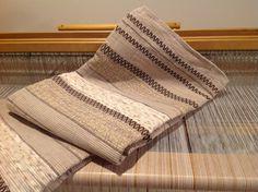 Catalogne lit simple ton de beige et chocolat lourde et | Etsy Lit Simple, Beige, Blanket, Etsy, Tapestries, Loom, Brown, Fabrics, Chocolates