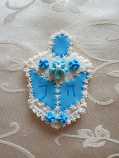 Dreidel hand-decorated sugar cookie by CreativeChaosinCT on Etsy, $36.00