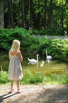 The Finnish summer is so delicate and short, with the green shades & nightless nights Helsinki, Little Blonde Girl, Pond Life, People Dancing, Relaxing Day, Places To See, Beautiful Pictures, Beautiful Family, Scenery