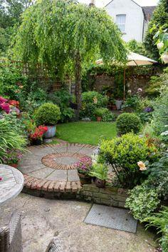 Small Back Gardens, Small Courtyard Gardens, Small Backyard Gardens, Garden Spaces, Outdoor Gardens, Circular Garden Design, Back Garden Design, Backyard Garden Design, Small Garden Landscape