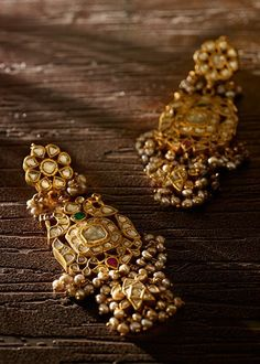 Used Sterling Silver Jewelry Gold Jhumka Earrings, Jewelry Design Earrings, Gold Earrings Designs, Gold Jewellery Design, Necklace Designs, Gold Jewelry, Amrapali Jewellery, Mughal Jewelry, Jhumka Designs
