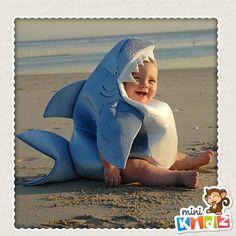 Bebé con disfraz de tiburón