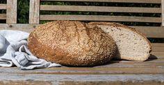 Brot selber backen: Rezept 'Sesam-Kefir-Laib': Mit geröstetem Sesam und Weizensauerteig Natürliches Brot selbst backen. Geschmack & lange Frische. Vom Profi