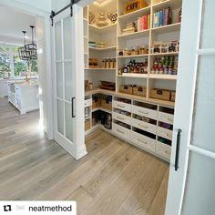 Kitchen Pantry Design, Modern Kitchen Design, Home Decor Kitchen, Interior Design Kitchen, Home Kitchens, Kitchen Ideas, Kitchen With Pantry, Diy Kitchen, Pantry Interior