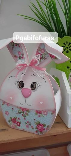 Easter Baskets, Easter Crafts, Happy Easter, Party Time, Diy And Crafts, Cactus, Kawaii, Christmas Ornaments, Chocolate