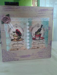 E vamos tomar um chá? Até quem não gosta vai começar a gostar depois desse lindo porta chá na sua cozinha;) <br>Linha decoração de casa! <br>Caixa de Chá com duas gavetas aveludadas por dentro. <br> <br>FRETE POR CONTA DO COMPRADOR <br>PRAZO CONFECÇÃO: Até 45 dias após confirmação do pagamento