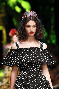 See detail photos for Dolce & Gabbana Spring 2017 Ready-to-Wear collection.