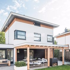 Outdoor Dining, Outdoor Decor, Design Jardin, Backyard Patio Designs, Glass Roof, Exterior Doors, Exterior Design, Pergola, Home And Garden