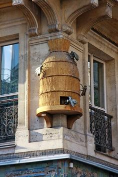 Bee skeps as ornamental architectural elements in the Paris. Paris has so many flowers and here is how they keep them so good looking! Beehives are installed throughout the districts and this one was 25 feet in the air on the side of a building! Bee Skep, Bee Hives, Tuileries Paris, I Love Bees, Bee Art, Bee Happy, Save The Bees, Oui Oui, Bees Knees