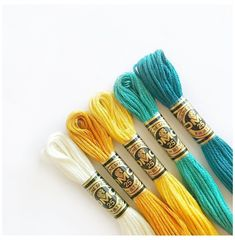 Yarn Bracelets, Embroidery Bracelets, Summer Bracelets, Bracelet Crafts, Cute Bracelets, Summer Jewelry, Jewelry Crafts, Hand Embroidery, Diy Bracelets With String