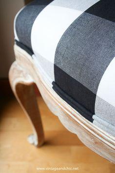 Cómo dar un nuevo aspecto a una silla antigua de madera (actualizado) · DIY: shabby chic old chair - Vintage & Chic. Pequeñas historias de decoración · Vintage & Chic. Pequeñas historias de decoración · Blog decoración. Vintage. DIY. Ideas para decorar tu casa Shabby Vintage, Shabby Chic, Diy Painting, Chalk Paint, New Homes, Diy Projects, Handmade, Furniture, Color