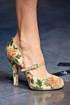 Dolce & Gabbana Spring 2012 Ready-to-Wear Collection Photos - Vogue Pretty Shoes, Beautiful Shoes, Cute Shoes, Me Too Shoes, Pin Up Shoes, Louboutin, Dolce & Gabbana, Vintage Shoes, Vintage Purses