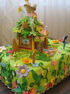 Torta con adornos en porcelana fria inspirado en tinkerbell y mist. Fairy house porcelana fria