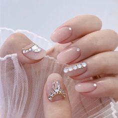 Fake Nails With Glue, Short Fake Nails, Glue On Nails, Round Nail Designs, Short Nail Designs, Long Press On Nails, Tape Nail Art, Diamond Nails, Nails With Diamonds