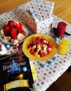 Im Advent koche ich jeden Sonntag mit euch aus dem (inoffiziellen) Harry Potter Kochbuch vom riva Verlag! Schaut vorbei, der heutige erste Advent startet ganz gemütlich mit Frühstücks-Porridge. Guten Appetit! #buchblog #lesen