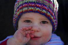 ŠESTÁ NEMOC U DĚTÍ Šestá nemoc se řadí mezi nemoci virového původu. Způsobuje ji lidský herpesvir 6 (HHV 6). Nejčastějšími pacienty s šestou nemocí jsou děti do tří let. Mohou se ovšem nakazit i starší děti. Šestá nemoc je vysoce nakažlivá a nejčastěji ji na děti přenášejí slinami ostatní členové rodiny.