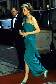 February Princess Diana attends the Mountbatten Memorial Concert by the massed bands of the Royal Marines at the Royal Albert Hall in aid of the Malco Princess Diana Fashion, Princess Diana Pictures, Prinz William, Elisabeth Ii, Princes Diana, Lady Diana Spencer, Princess Of Wales, Real Princess, Queen Elizabeth