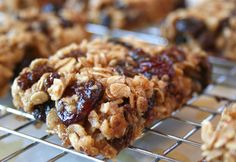Naturally Sweetened, Chewy Oatmeal Raisin and Cranberry Granola Bars.  Sweetened with raw honey, real maple syrup and dried fruit. >> Yum!